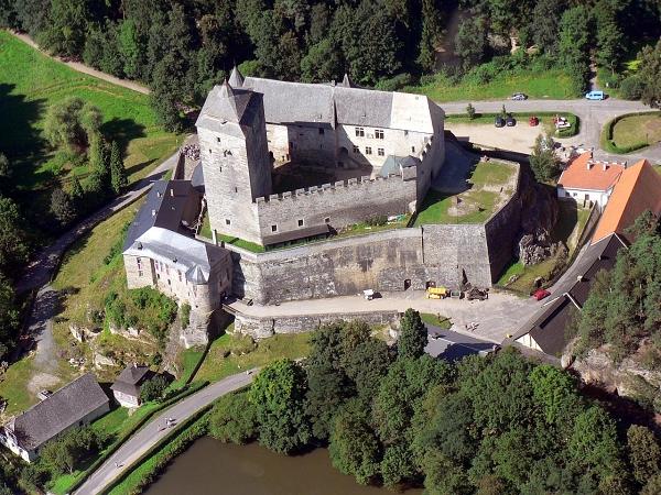 hrad-kost-letecky-pohled-penzion-recall-autor-jarda-travnicek-maly
