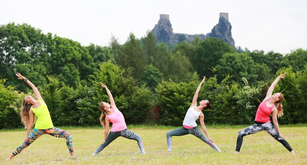 joga-kemp-v-ceskem-raji-penzion-recall-cviceni-jogy